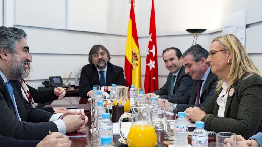 Rosalía durante la reunión