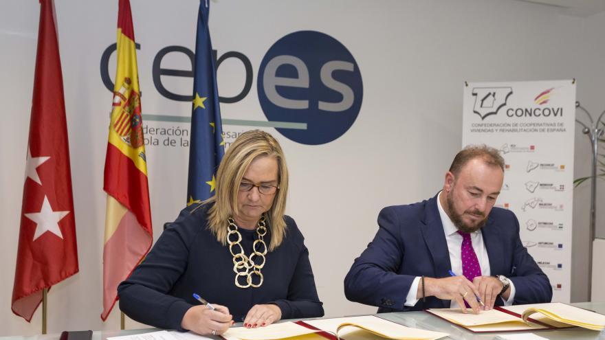 Rosalía Gonzalo en la firma del convenio de colaboración con la Federación de cooperativas de Viviendas y Rehabilitación (FVC)
