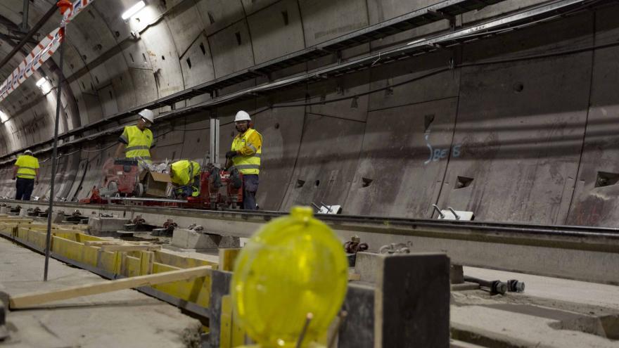Gonzalo visita el desarrollo de las obras, que permitirán mejorar la seguridad, el confort y la infraestructura de la línea