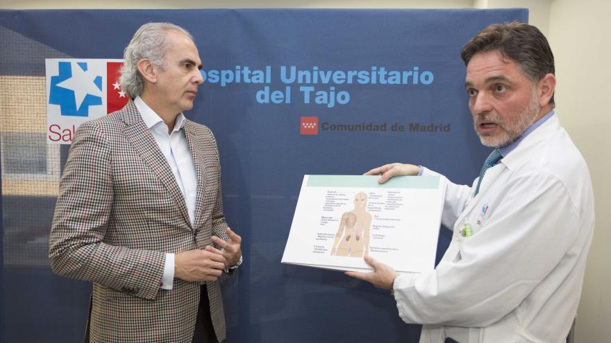 Enrique Ruiz Escudero en el Hospital Universitario del Tajo