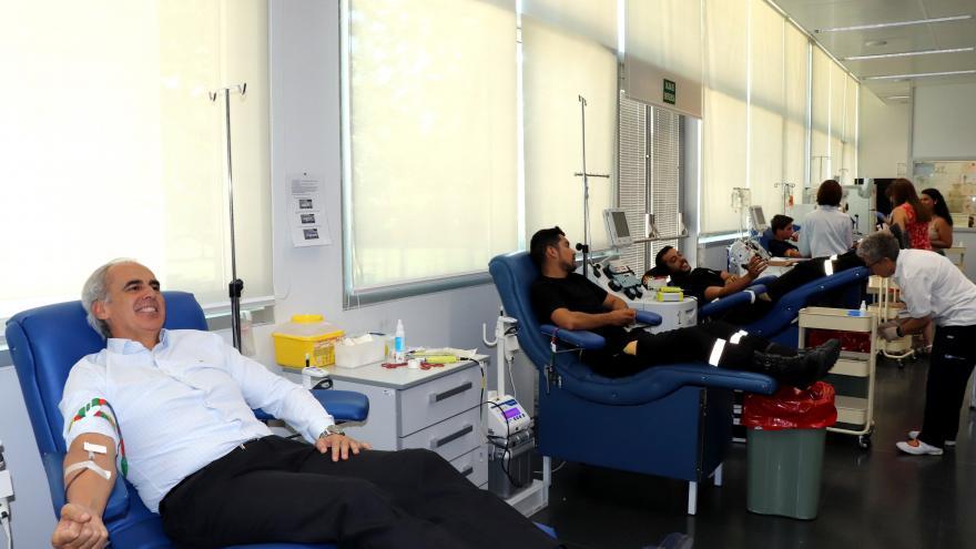 El consejero en funciones de Sanidad, Enrique Ruiz Escudero, en el Centro de Transfusión regional