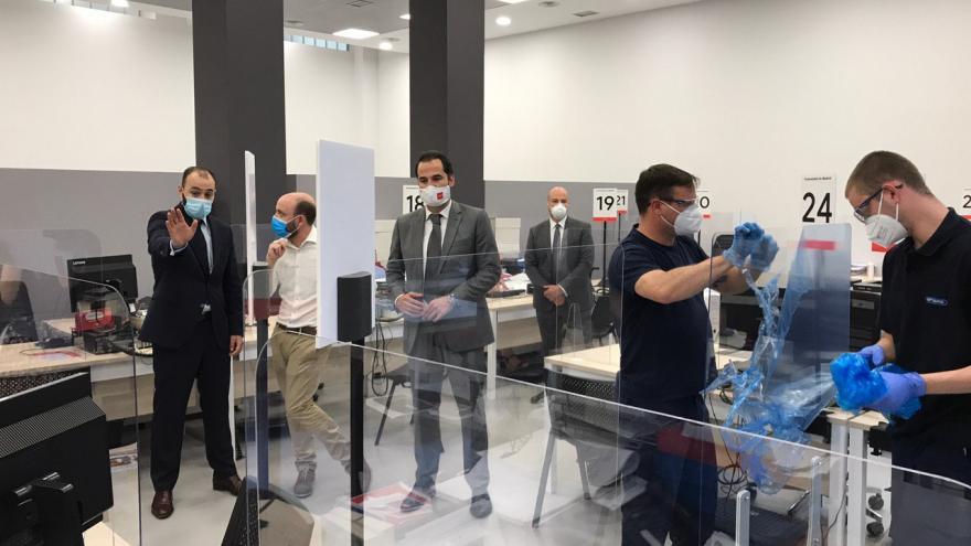 Ignacio Aguado durante su visita a la Oficina del Empleador