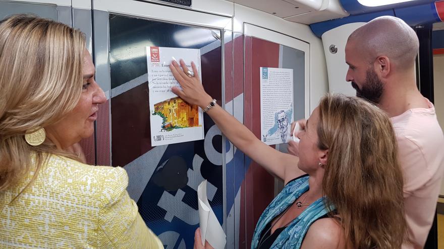 La Comunidad fomenta la lectura entre los usuarios del transporte público con una nueva campaña 'Libros a la calle'