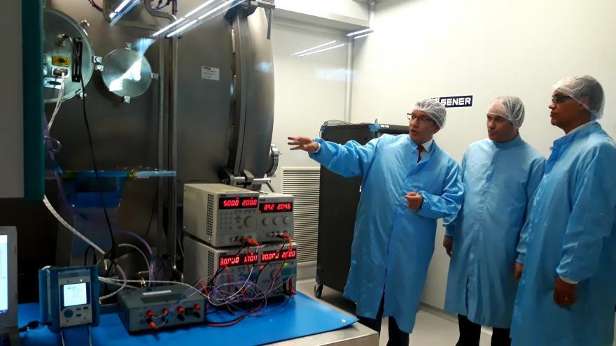 Rafael van Grieken visitando la sede madrileña de la multinacional española Sener Ingeniería y Sistemas