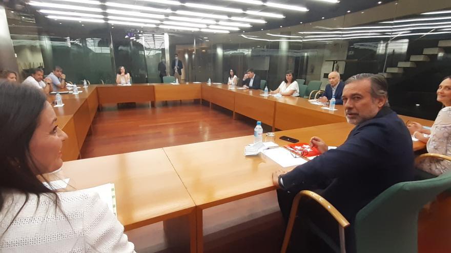 Enrique López, reunido con los seis directores de los centros de la ARRMI y la gerente de la Agencia