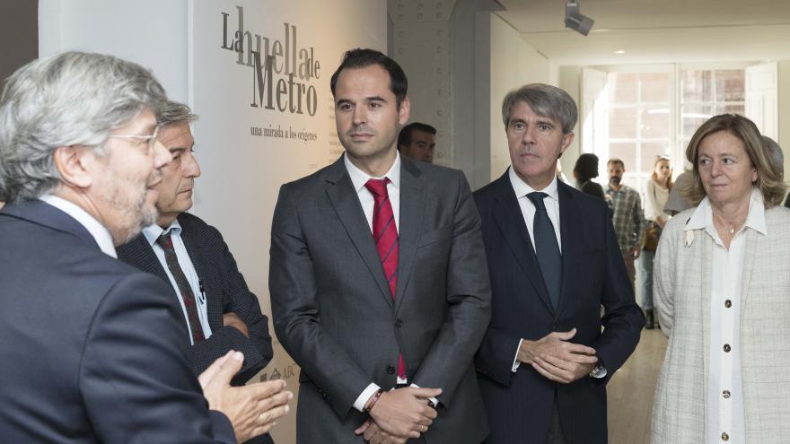 Ignacio Aguado durante la inauguración de la exposición 'La Huella de Metro'