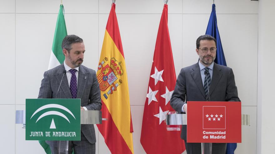 Javier Fernández-Lasquetty y el consejero de Hacienda, Industria y Energía de Andalucía, Juan Bravo