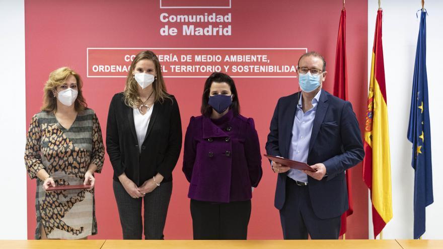 Paloma Martín firma un contrato de arrendamiento de una parcela destinada a la recarga de vehículos eléctricos