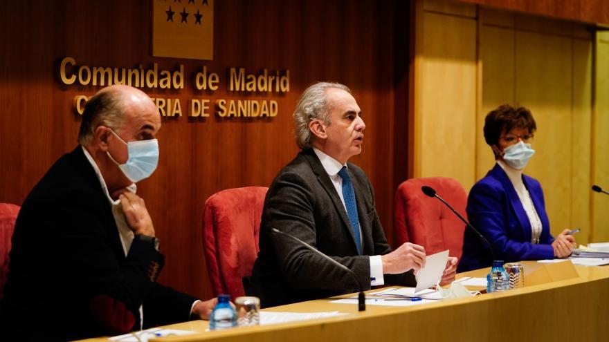 Enrique Ruiz Escudero, Antonio Zapatero y Elena Andradas, en rueda de prensa