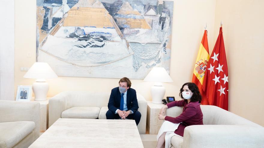 Díaz Ayuso ha recibido a Almeida en la Real Casa de Correos