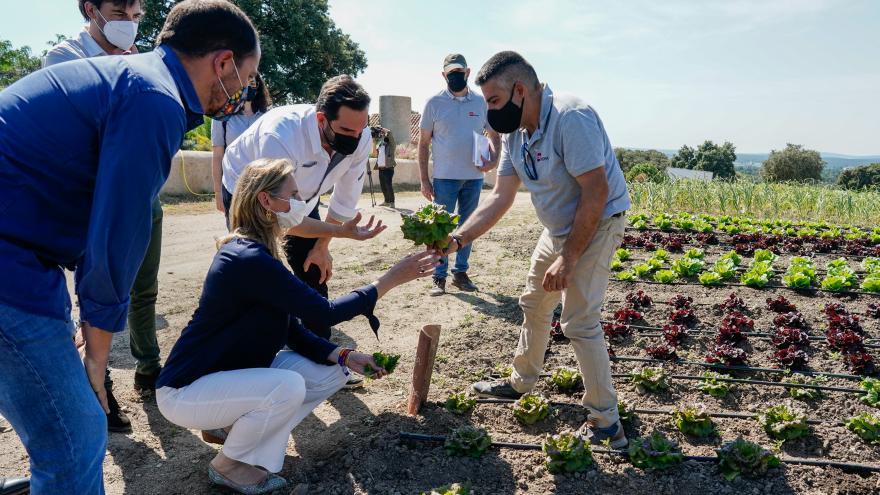 Paloma Martín ha visitado el Agrolab de San Lorenzo de El Escorial