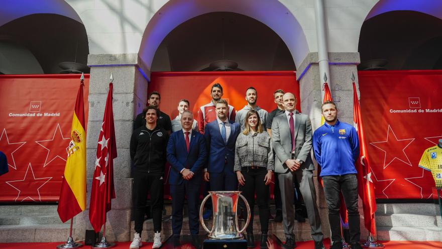 El Gobierno regional recibe a los equipos que participan en el torneo