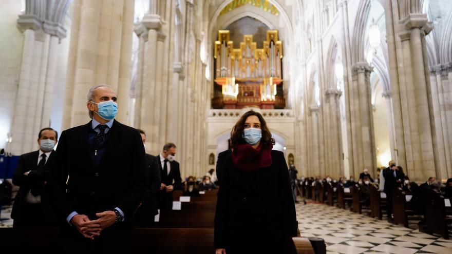 Díaz Ayuso asiste al funeral en memoria de los médicos fallecidos por COVID-19 en Madrid