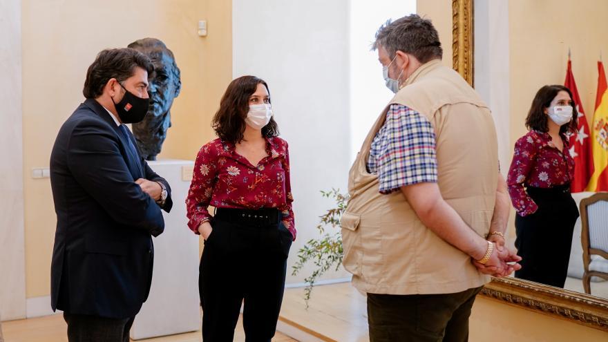 Isabel Díaz Ayuso se reúne con los feriantes de la Comunidad de Madrid