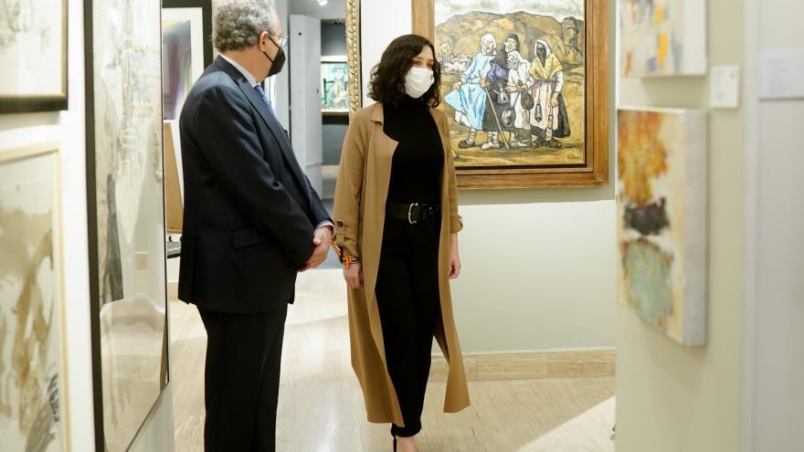 Isabel Díaz Ayuso visita el Salón de Arte Moderno de Madrid 2021