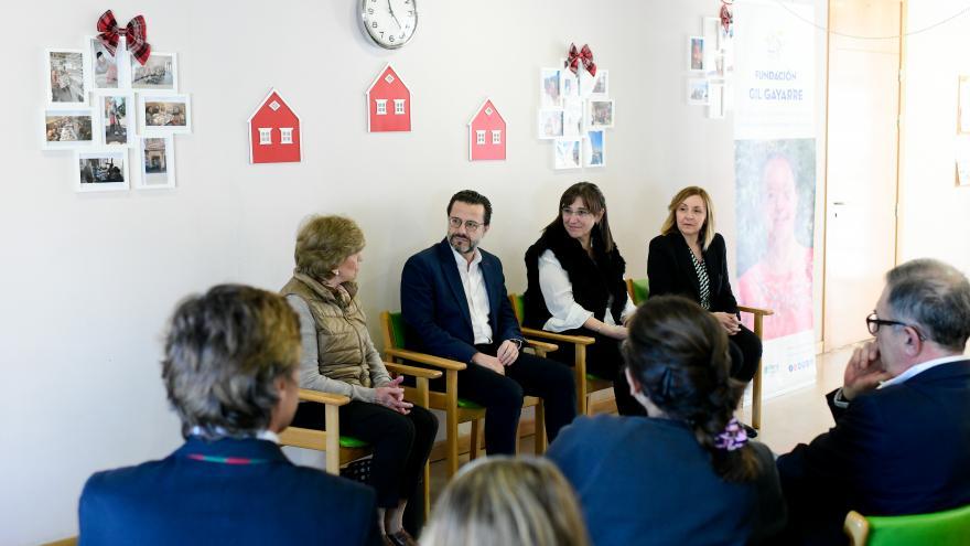 El consejero de Hacienda visita la Fundación Gil Gayarre