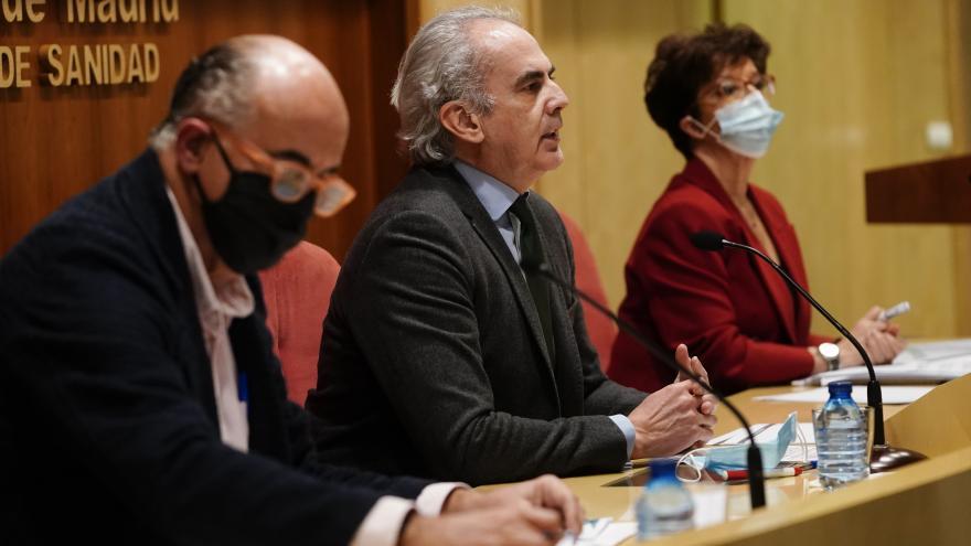 Enrique Ruiz Escudero, Antonio Zapatero y Elena Andradas en rueda de prensa