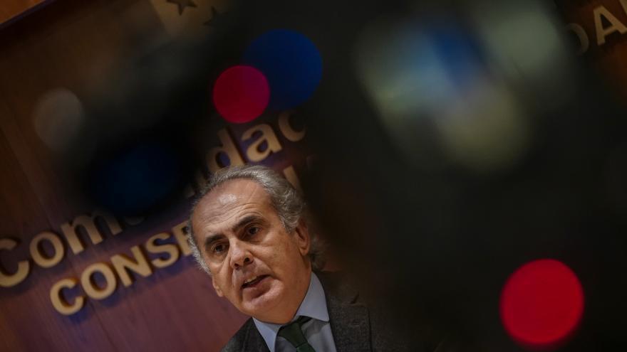 El consejero de Sanidad, Enrique Ruiz Esducero, en rueda de prensa