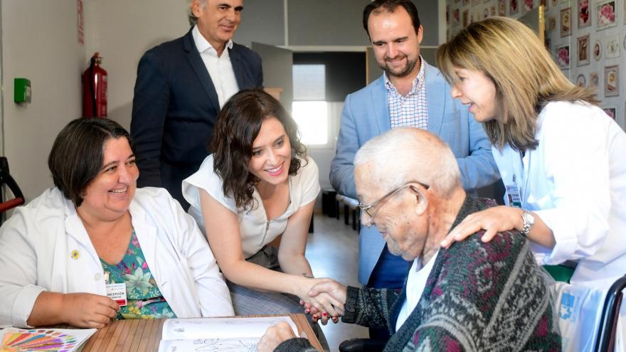 Isabel Díaz Ayuso durante una visita al Hospital de Guadarrama