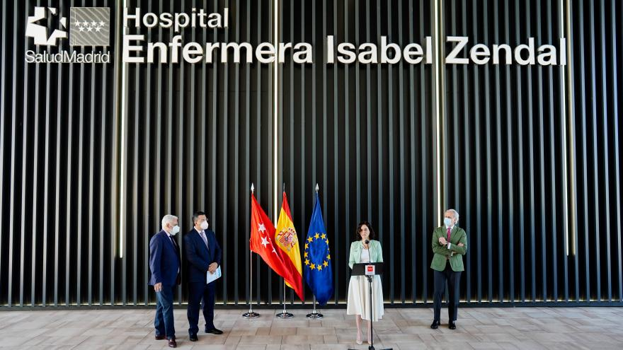 Isabel Díaz Ayuso visita, junto a Apostolos TziTzikostas, el Hospital Enfermera Isabel Zendal