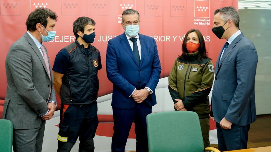 La Comunidad de Madrid pacta con los sindicatos las nuevas condiciones laborales en los Cuerpos de Bomberos y de Agentes Forestales de la región