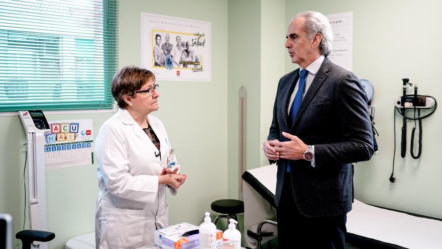 El consejero de Sanidad, Ruíz Escudero, ha acudido al Centro de Salud Almendrales