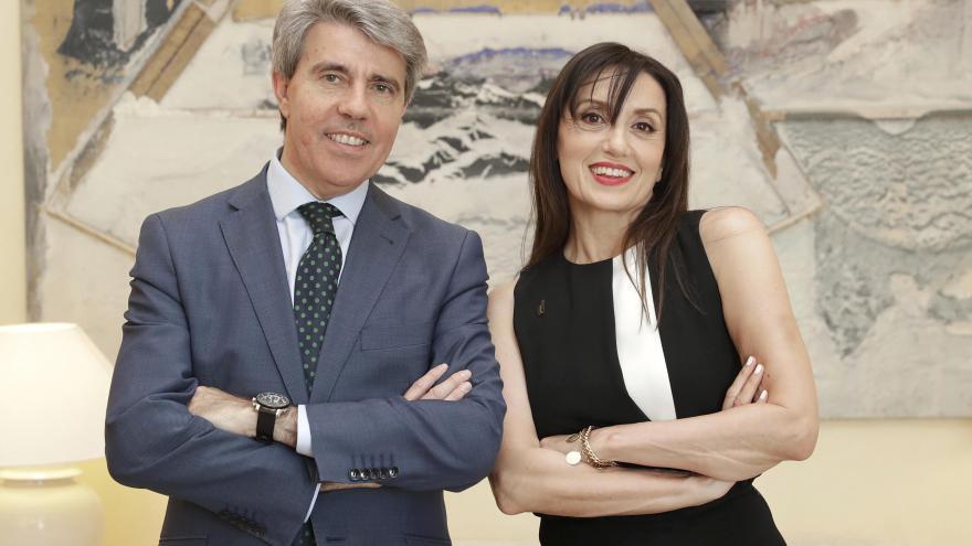 El presidente de la Comunidad de Madrid, Ángel Garrido, ha entregado hoy a Luz Casal la Medalla Internacional de las Artes de la Comunidad de Madrid, un reconocimiento al mérito de figuras e instituciones de relevancia internacional en el campo de la cult