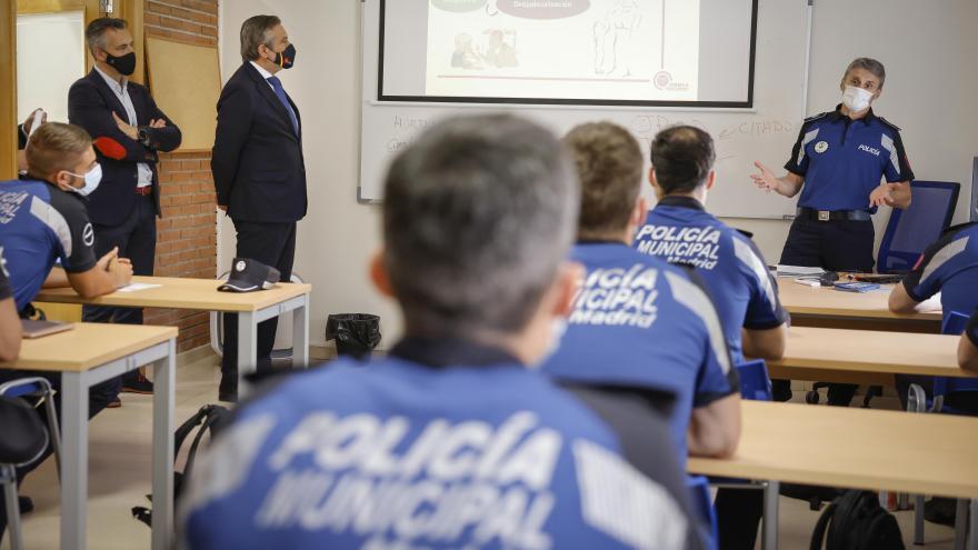 Enrique López visita los cursos de formación de la Comunidad de Madrid para Policías Locales