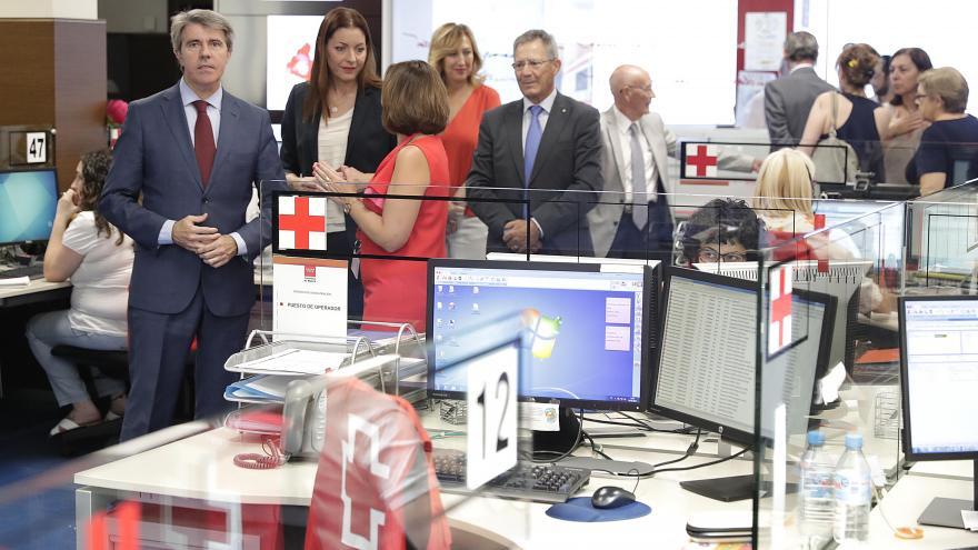El presidente regional visita la sede nacional de Cruz Roja Española y se reúne con los máximos responsables de la entidad