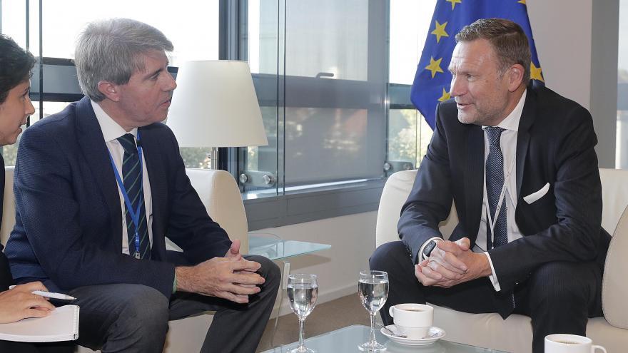 El presidente de la Comunidad, Ángel Garrido se reúne con el presidente del Grupo Parlamentario Popular Europeo en el Comité Europeo de las Regiones, Michael Schneider
