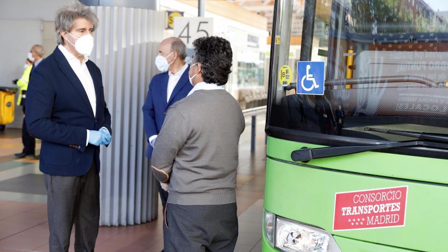 Garrido con a los profesionales de la red de autobuses de transporte público