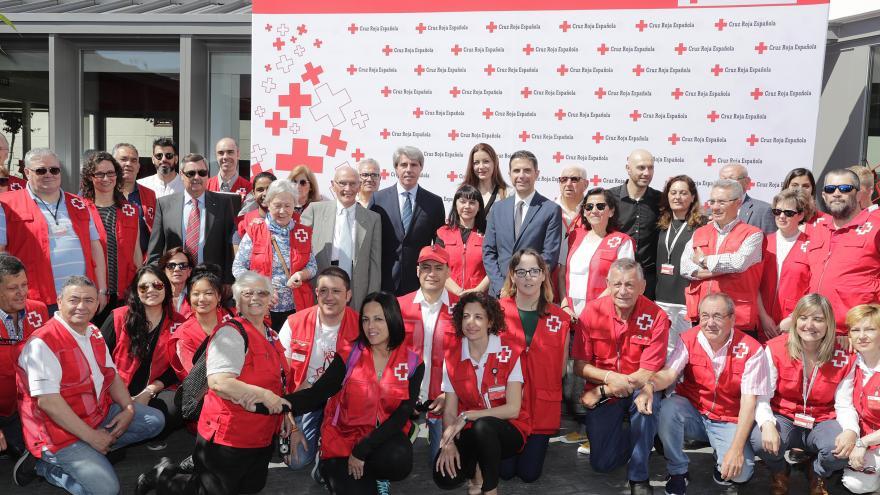 Garrido durante su visita a la Cruz Roja