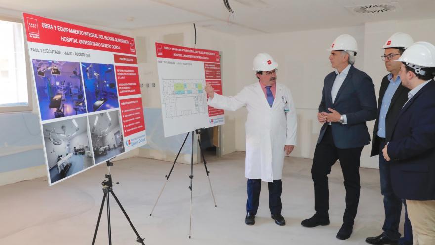 Enrique Ruiz Escudero durante la visita