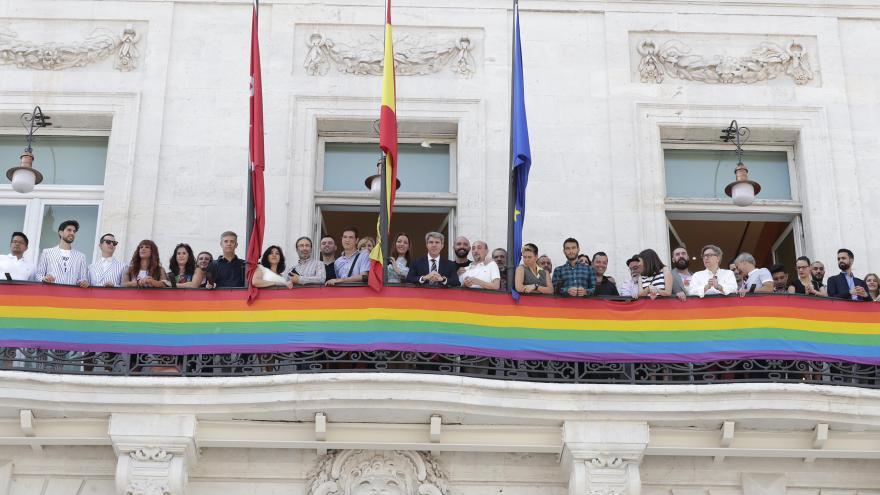 El presidente regional se reúne con representantes de asociaciones LGTBI en vísperas de Madrid Orgullo 2018º