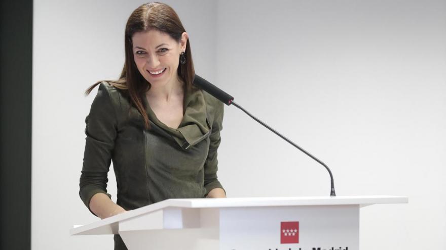 La Comunidad de Madrid ha presentado hoy la nueva aplicación móvil destinada a familias numerosas, la primera de estas características que se crea en España y que va a permitir que 120.000 madrileños puedan llevar su título acreditativo de familia numero
