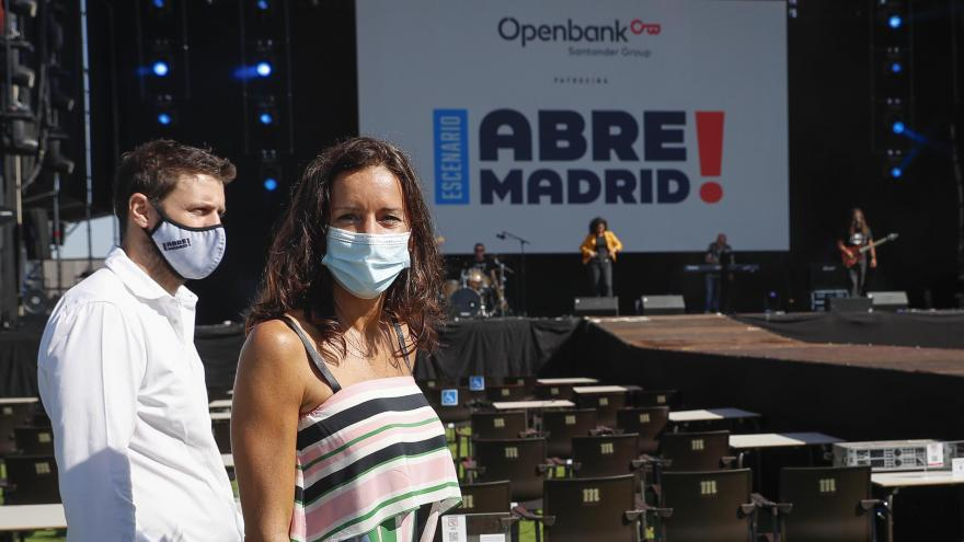 """María Eugenia Carballedo visita """"Abre Madrid"""" en IFEMA"""