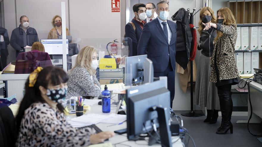 Enrique López se ha reunido con la magistrada delegada y con la fiscal delegada de Menores