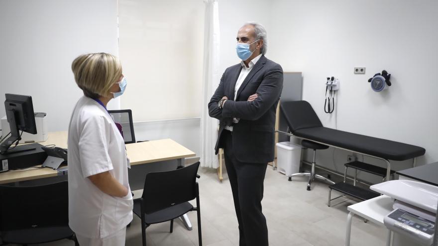 Ruiz Escudero inaugura un nuevo centro de salud en Chamberí