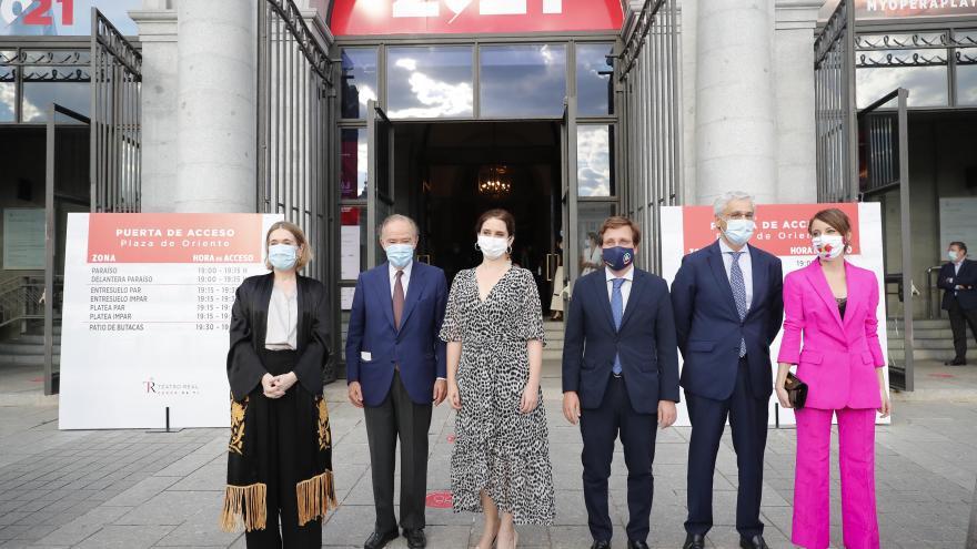 La presidenta de la Comunidad de Madrid ha asistido hoy a La Traviata