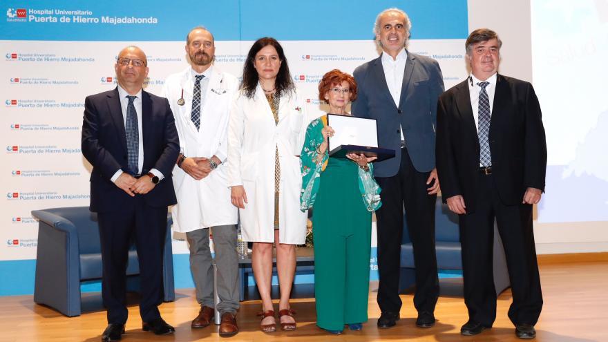 La Comunidad homenajea a la paciente trasplantada más longeva, a los 50 años de su operación en el Hospital Puerta de Hierro