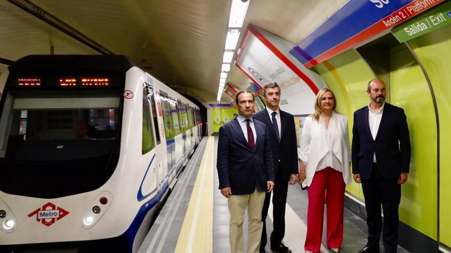 Pedro Rollán y Rosalía Gonzalo en la reapertura del tramo Retiro-Sol de la línea 2 de Metro de Madrid