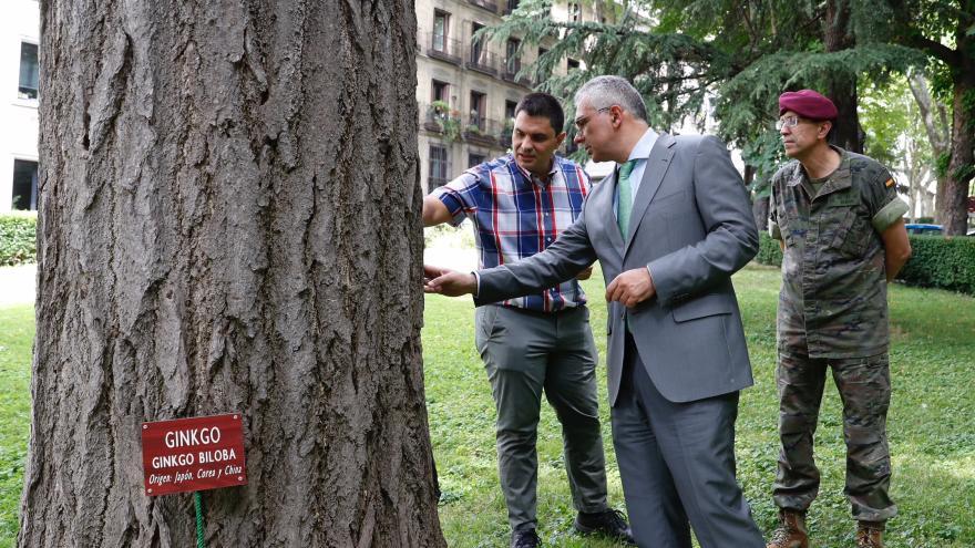 Izquierdo visita el Palacio de Buenavista con ocasión del Día Mundial del Árbol