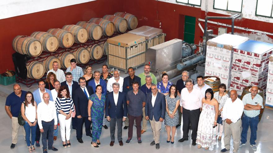 El presidente regional, Ángel Garrido, visita las industrias hortícolas de Villa del Prado, localidad conocida como 'La Huerta de Madrid'