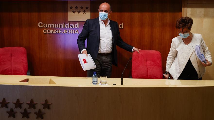 Antonio Zapatero y Elena Andradas, en rueda de prensa
