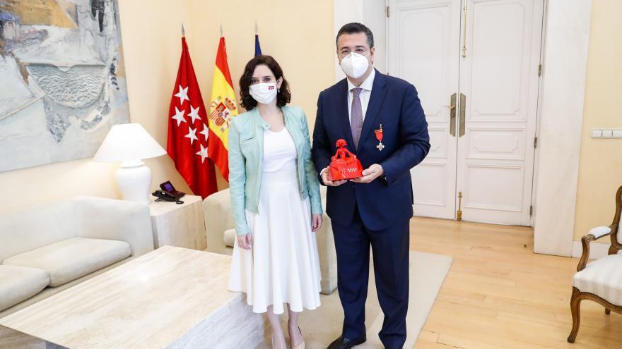 Isabel Díaz Ayuso ha recibido en la Real Casa de Correos al presidente del CDR, Apostolos Tzitzikostas