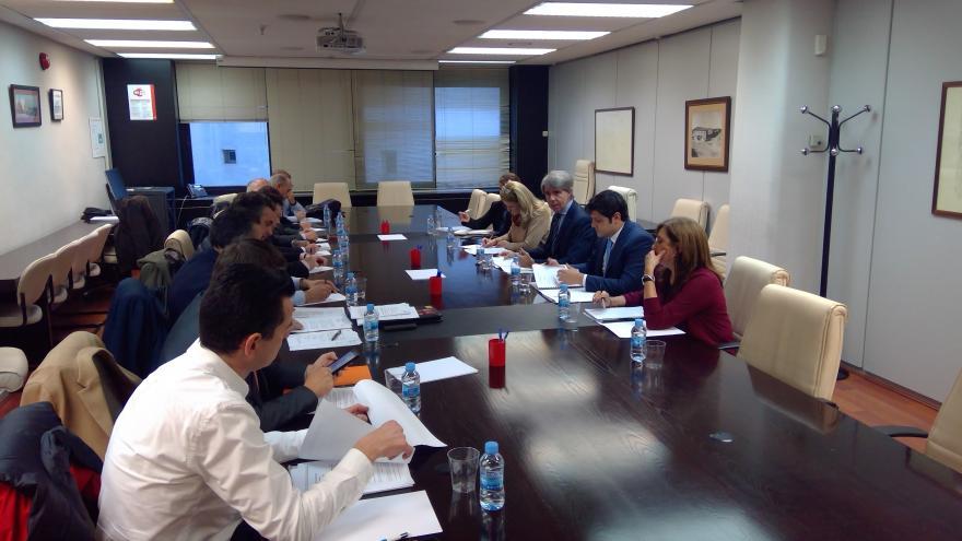 Ángel Garrido durante la reunión con las principales asociaciones del taxi