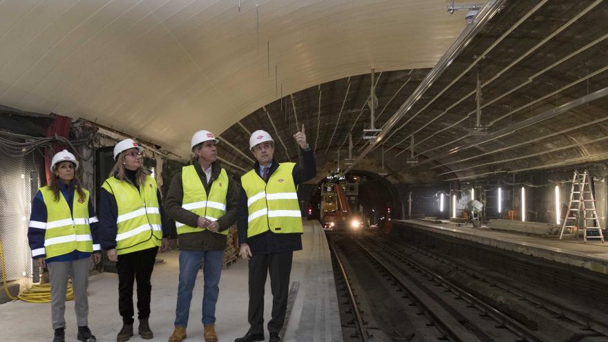 Ángel Garrido durante su visita a la estación de Metro de Madrid Esperanza
