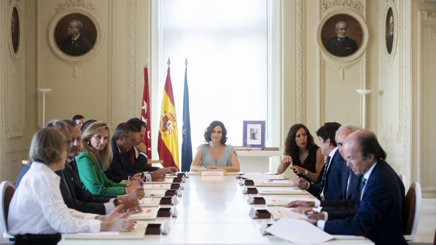 Imagen de Isabel Díaz Ayuso presidiendo su primer Consejo de Gobierno
