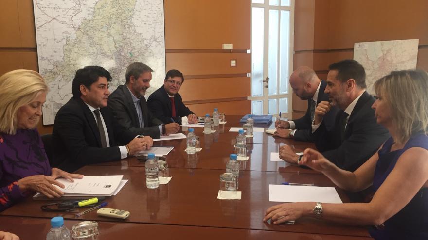 Imagen David Pérez, prosigue su ronda de reuniones con los representantes del sector