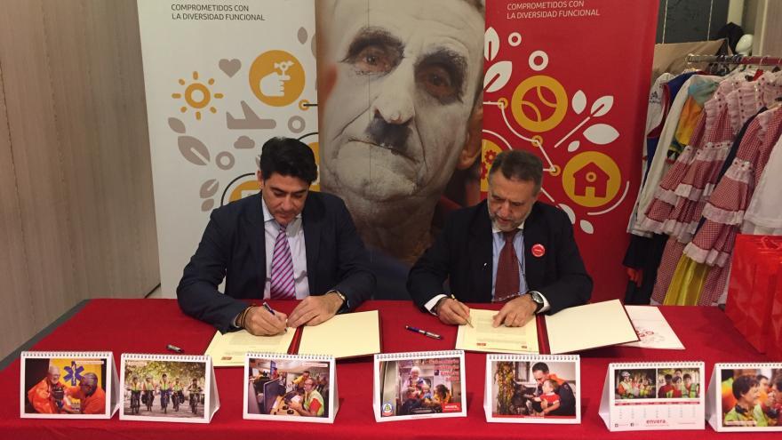 David Pérez durante la firma del convenio con el Grupo Envera